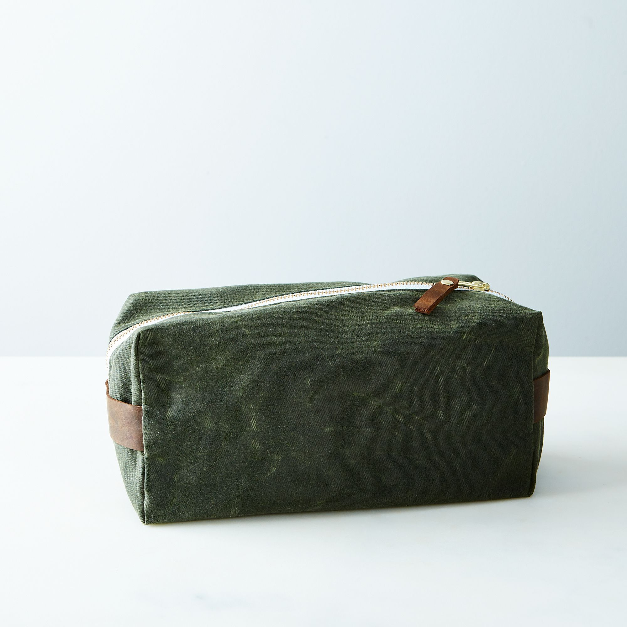 A80d8a46 a0f6 11e5 a190 0ef7535729df  butter design lab waxed canvas toiletries pouch week olive provisions mark weinberg 15 08 14 0948 silo