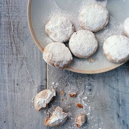 Bbda9b5e d03b 407e 9d7f 6bcc11eb1416  padma cardamom and cashew cloud cookies photo