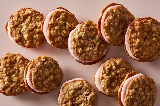 Strawberry-Rhubarb Oatmeal Cream Pies