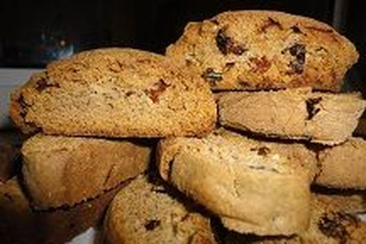 Biscotti with cinnamon and cloves.