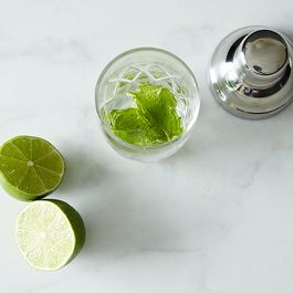 When to Shake or Stir a Cocktail