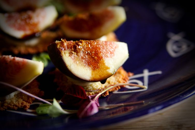 Figs on Parmesan Crackers