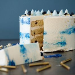 Blueberry Milk Crumble Cake