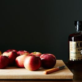 Faa41444-9f81-4f6a-9d25-c6d365838406--2014-1010_apple-peel-infused-bourbon-007