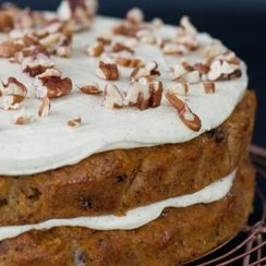 DOUBLE LAYER CARROT AND PECAN CAKE WITH NUTMEG ICING