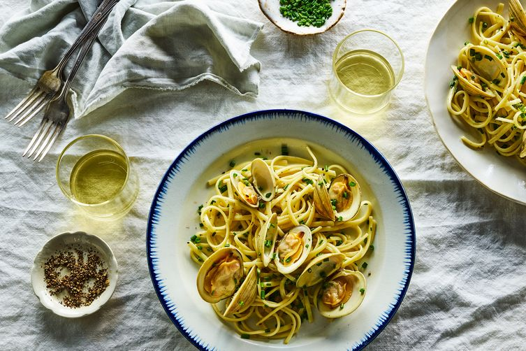 Chive Linguine With or Without Fresh Clams