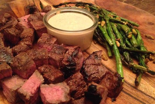CAJUN MARINATED SIRLOIN TIPS WITH BLUE CHEESE DIPPING SAUCE