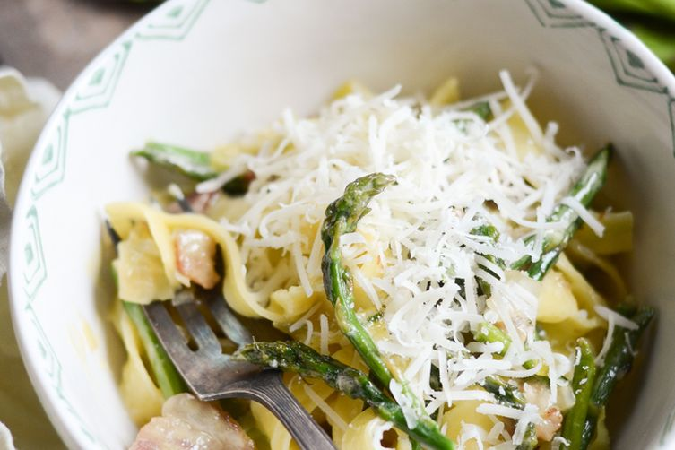 CREAMY LEEK, ASPARAGUS, AND BACON TAGLIATELLE