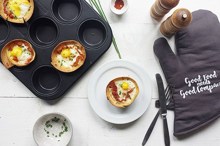 Cracking bacon and egg breakfast tortilla cups