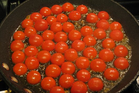 Seared Cherry Tomatoes with Spinach Pesto and Buccatini