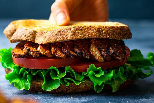 Air-Fryer Smoky Tempeh Sandwich