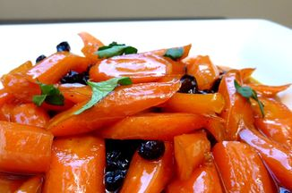 Ccdf9644-dfb6-4f2f-94d2-21d4c8fbdc3b.carrots_glazed_with_honey_and_tangerines_picniked