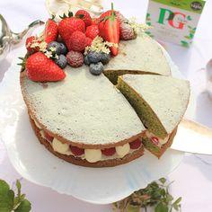 PG TIPS GREEN TEA VICTORIA SANDWICH CAKE WITH SUMMER BERRIES