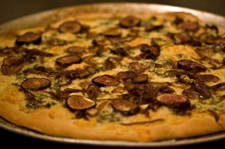 6fefec89 0480 47ae b423 29c378614f33  fig balsamic onion and danish blue pizza