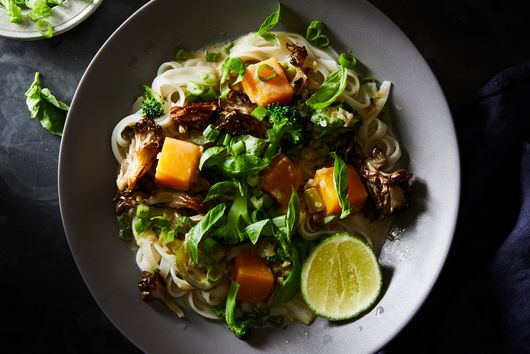 Simple Weeknight Vegetarian Green Curry & Noodles