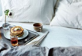 20 Dishes to Very Easily Eat in Bed