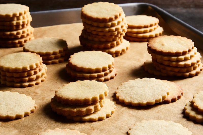 These butter cookies don't need the parchment!