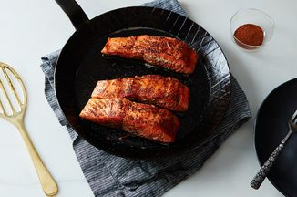 4afa9544 100a 4a74 a9df 389bf78ca6b8  2016 0218 seared salmon with cinnamon and chili powder mark weinberg 185