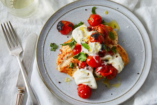 3-Minute Chicken With Charred Cherry Tomatoes, Burrata & Mint
