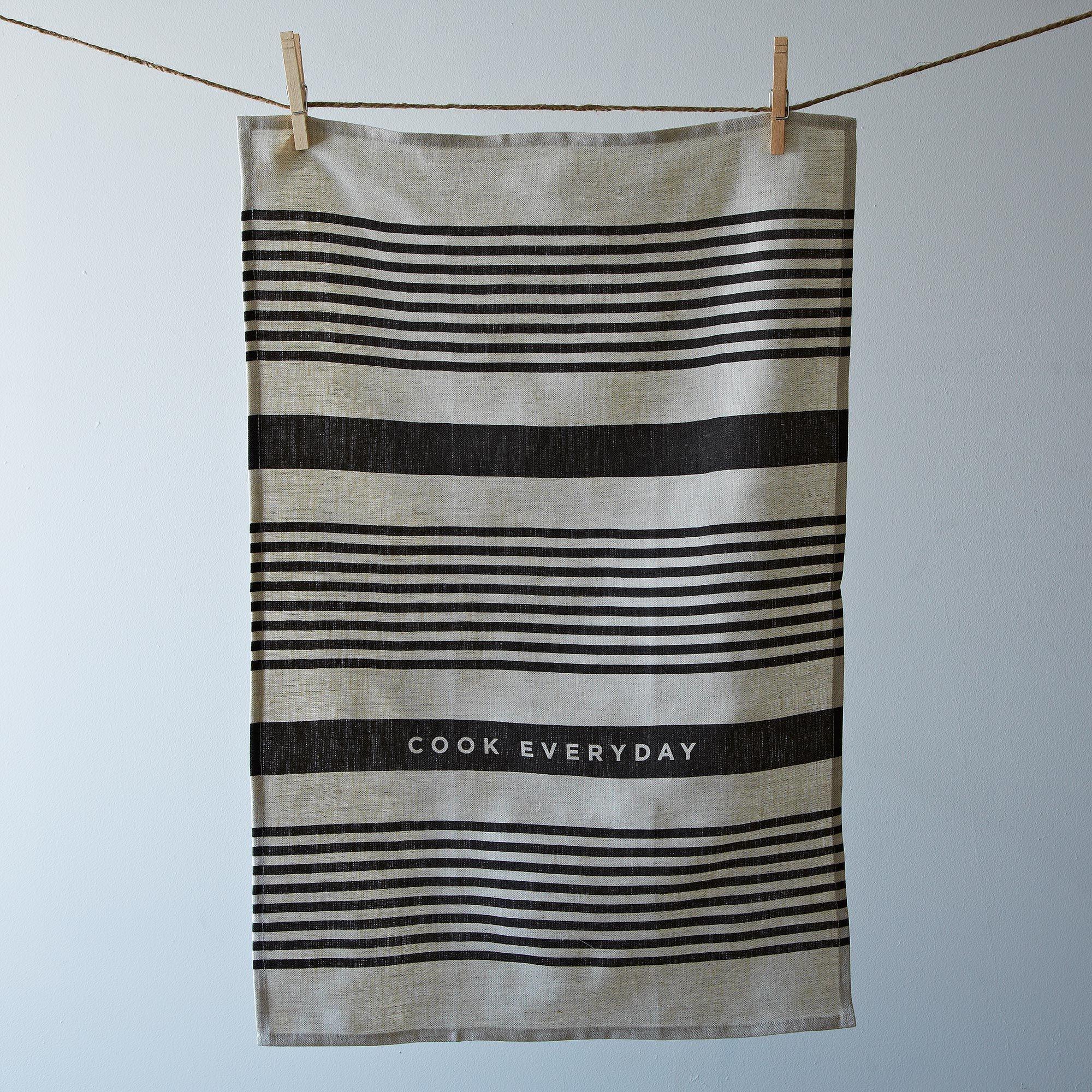 9ef32c69 eb86 4b80 8a6b 18cf62c567b7  2013 0923 studio patro gio stripe towel 002