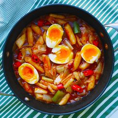 Spicy rice cakes with 7 minute eggs