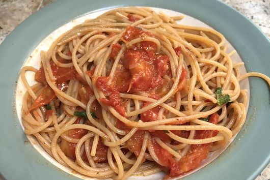Weeknight Spaghetti with Tomato Sauce