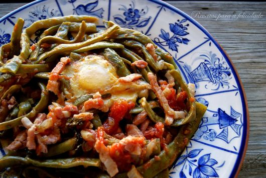 Green Beans Pasta, with Tomato and Bacon