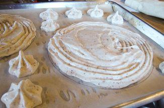 05a8ba47 df01 4641 bbbc e0b77d307292  meringues pre baking