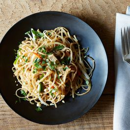A29e8e08-9a75-4c29-adff-ce62c50055ec--vegan-pad-thai_food52_mark_weinberg_14-09-02_0255