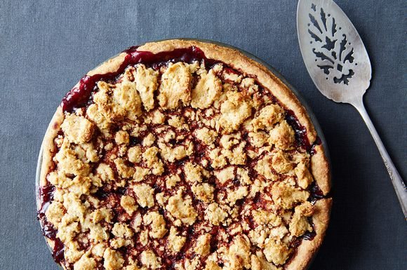 C234992e-2136-46a6-a6c8-59eaba8a65ee--blackberry-pie-with-hazelnut-crust_food52_mark_weinberg_14-08-12_0412