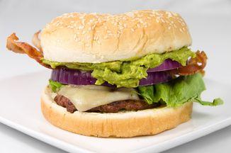 F933c380 6fe1 4fe2 bfbb 29f305ed957b  guacamole bacon cheeseburger