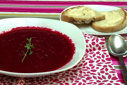 Roasted beetroot balsamic thyme soup!