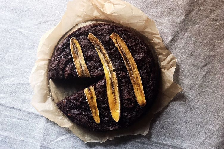 Fudgy Vegan Banana-Brownie Cake You Can Eat for Breakfast