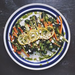5e82cd15 57a0 4096 8049 51ecfd716dc6  roasted broccoli carrot salad 2 1024x715