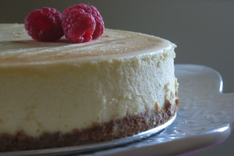 Vanilla Cheesecake with Raspberry Sauce