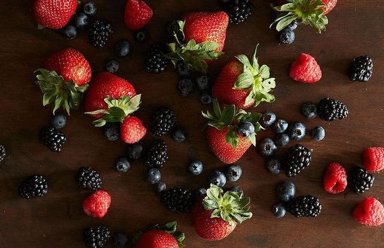 A Trick for Storing Berries to Keep 'Em Fresher, Longer