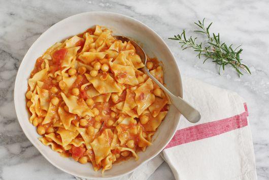Pasta e Ceci (Pasta with Chickpeas)
