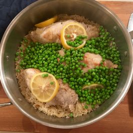 One pot chicken, rice and peas