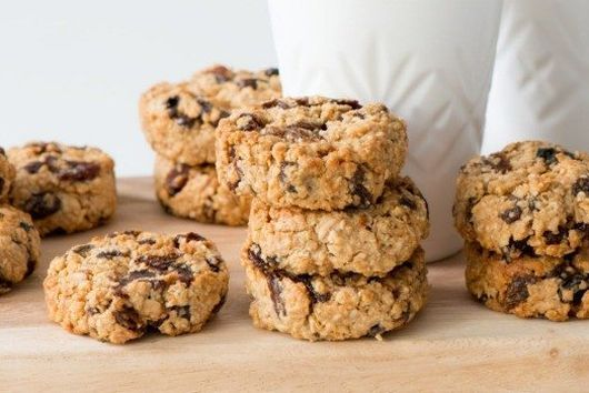 PEANUT BUTTER, SULTANA AND OAT COOKIES