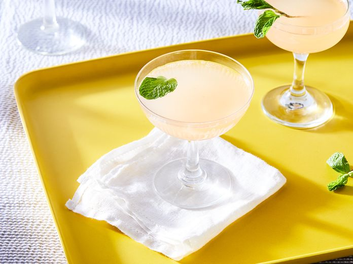 2 Sparkling Cocktails to Up Your Weekend Brunch Game