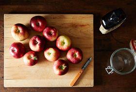 6d0fb53f 63f6 4902 9048 ec4f9139f0ec  2014 1010 apple peel infused bourbon 010