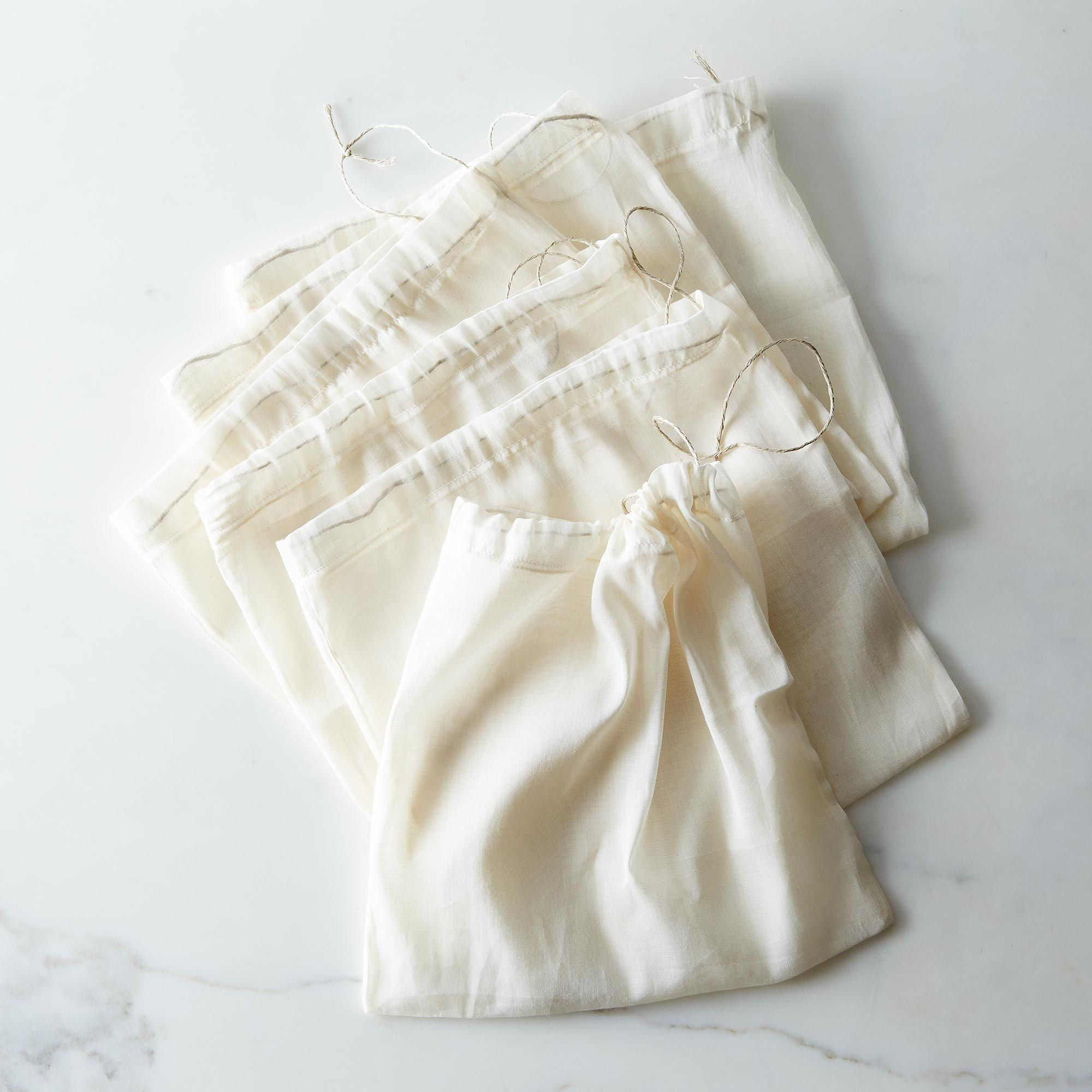 8a900b4b-47eb-434f-9bbc-65319adb5668--2014-0331_mother-earth-reusables_organic-cotton-produce-bags-012