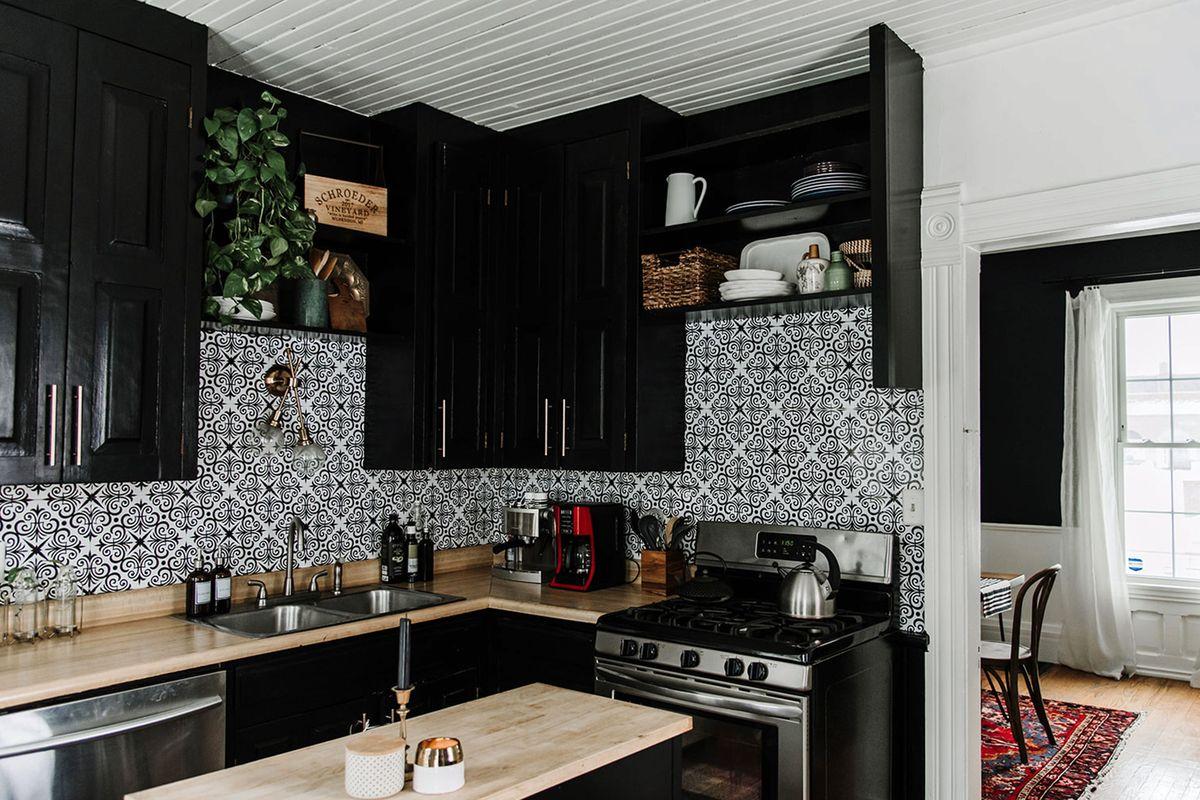 Black Kitchen Decor Ideas - Kitchen Color Trends
