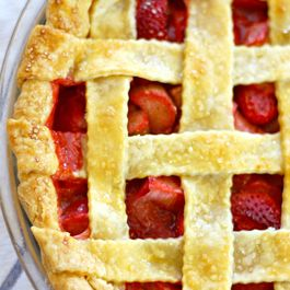 696c8a3d 903c 4311 8689 c538f5ab725d  strawberry rhubarb pie