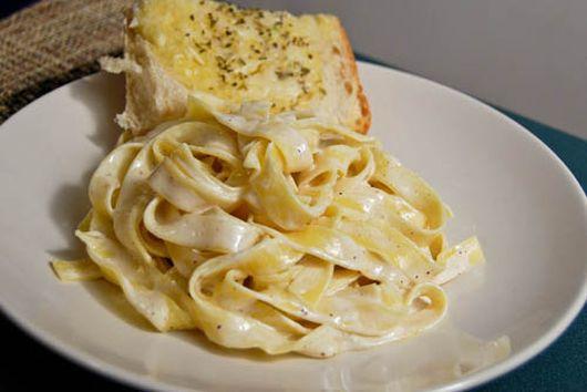 Simple Alfredo with Cheesy Garlic Bread
