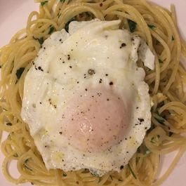 Pasta agli e olio con uovo