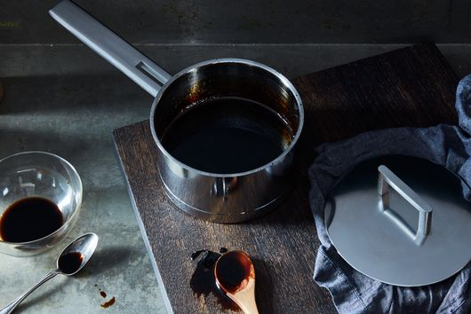 The Best Ways to Make a Burnt Pan Look New Again