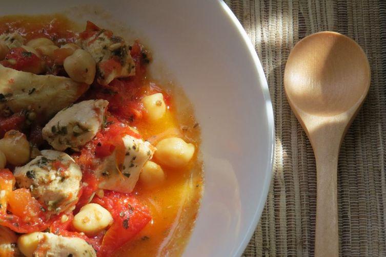 Pollo con pomodori e ceci