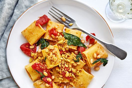 Paccheri with tomatoes, cannellini beans and garlic breadcrumbs