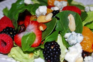 C085ec3a 28ac 4696 a018 1147dec35e15  spinach salad with berries